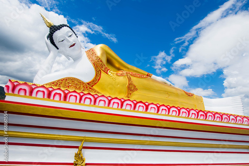 Fotobehang Boeddha buddha statue with blue sky at Wat Phra That Doi Kham, Chiang Mai, Thailand.