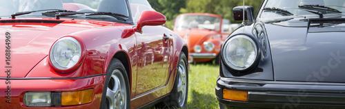 911 klasycznych samochodów.