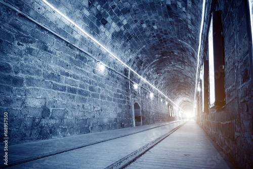 Leinwanddruck Bild Bright light tunnel