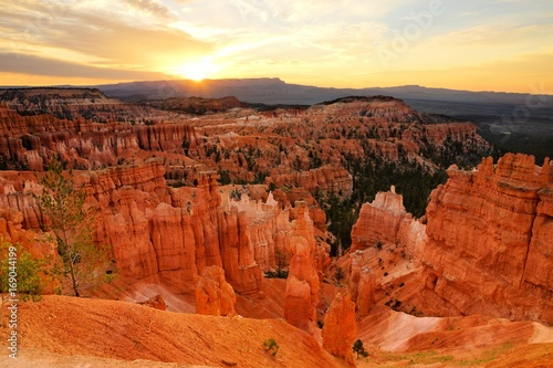 Fotobehang Rood traf. Sunrise over the vibrant hoodoos of Bryce Canyon National Park Utah, USA
