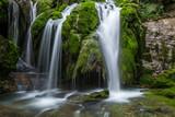 Cascadas de la Tobería en la sierra de Entzia, País Vasco, España - 169104155