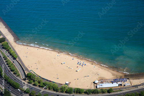 Fotobehang Chicago Chicago, lake shore drive, Oak Street Beach, aerial view,