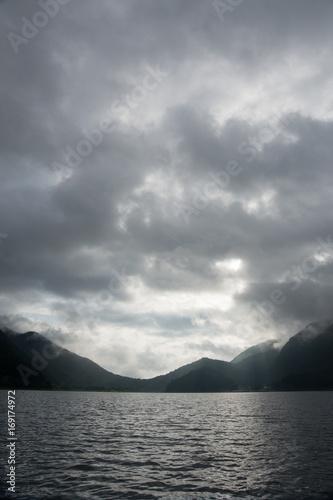 早朝の西湖(富士五湖)