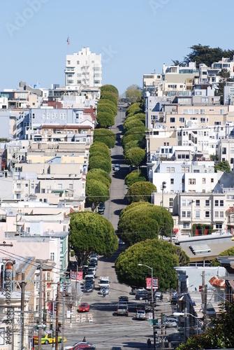 Fotobehang San Francisco View on street at telegraph hill in San Francisco
