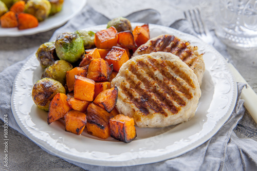 Papiers peints Bruxelles Diet food. Grilled chicken cutlets, roasted sweet potato and brussel sprout