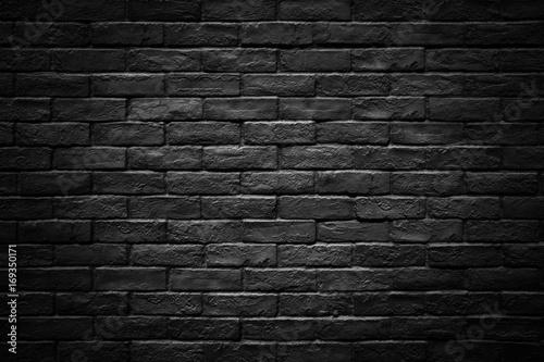 Ciemny mur z cegły