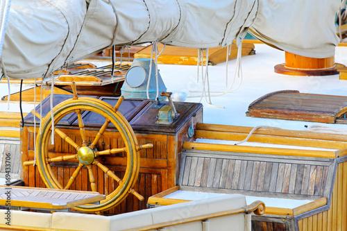 Fotobehang Schip Ship wheel