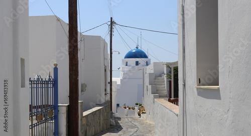 Fotobehang Smalle straatjes Greek Orthodox Church