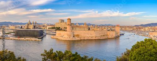 Papiers peints Photos panoramiques Marseille panorama city skyline at harbour, Marseille, France