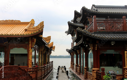 Papiers peints Pekin Stone and dragon boats parked in Kunming lake of Summer Palace
