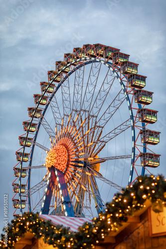 Plakat Riesenrad am Weihnachtsmarkt auf dem Alexanderplatz in Berlin