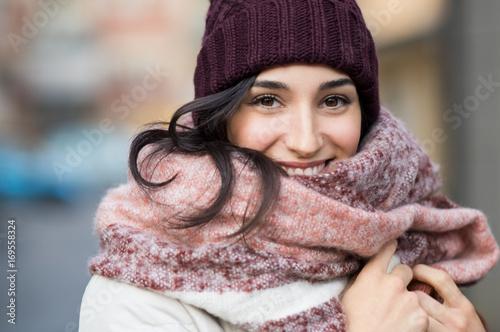 Foto Murales Winter woman outdoor