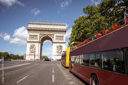 Fridge magnet View on the Triumphal arch and tourist buses during the sunny day in Paris
