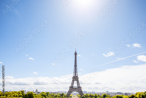 Foto op Aluminium Eiffeltoren Wide angle view on the Eiffel tower on the blue sky background in Paris