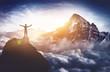 Leinwanddruck Bild - Bergsteiger erlebt absolutes Gipfelglück hoch über den Wolken