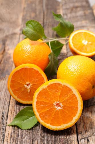 pomarańczowy i liść