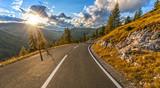 Piękna, jesienna Alpejska autostrada, Austria.