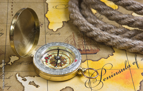 Foto Murales compass and rope on map