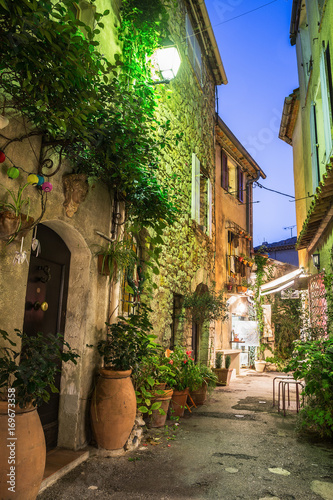 Papiers peints Ruelle etroite Narrow street with flowers in the old town Mougins in France. Night view