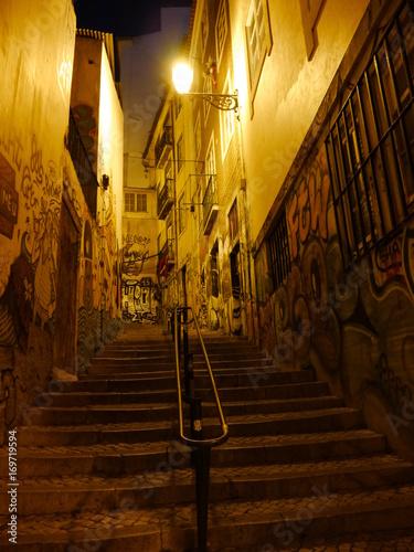Ruelle de nuit à Lisbonne