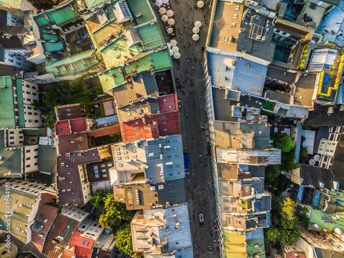 Papiers peints Cracovie Kraków z lotu ptaka. Ulica Grodzka na starym mieście. Dachy widziane z powietrza.
