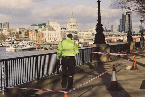 Foto op Plexiglas London Man working on the London bridge
