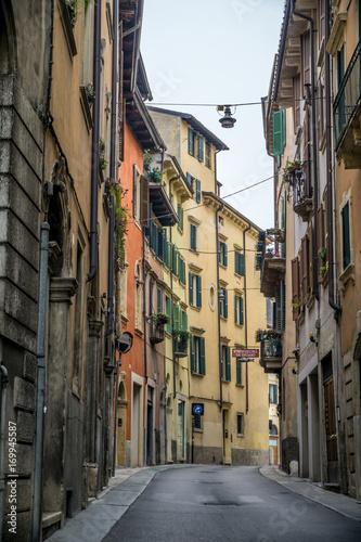 Fotobehang Smalle straatjes Verona - Italy