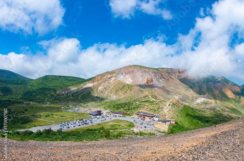 Fotobehang Donkergrijs 夏の青空と活火山