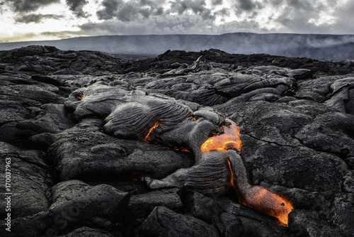Papiers peints Noir Lava Flow on Kilauea