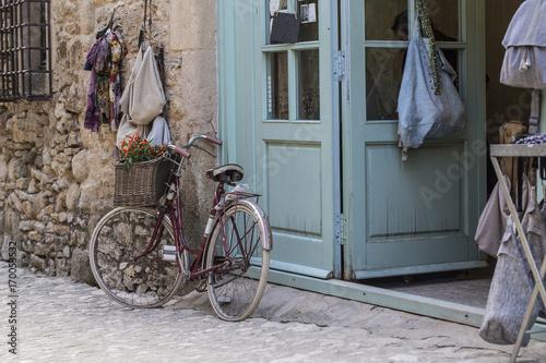 Foto op Plexiglas Fiets Bici Old Vintage en Peratallada
