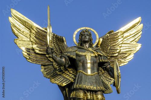 Fotobehang Kiev Kiew, Unabhängigkeitsplatz (Majdan), Geflügelte Statue eines K