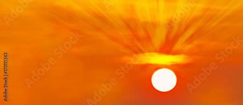 Foto op Canvas Baksteen panoramica de un atardecer dorado