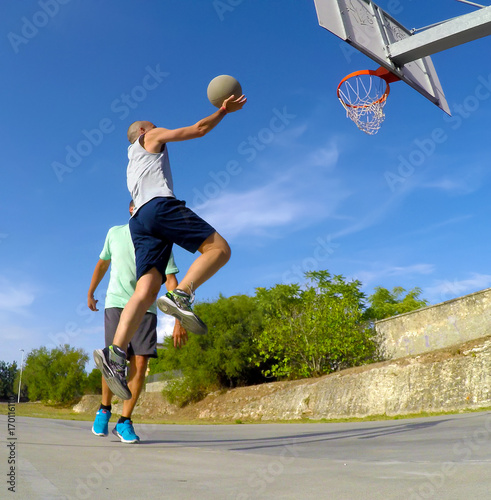 Aluminium Basketbal lay up shot during a one on one game