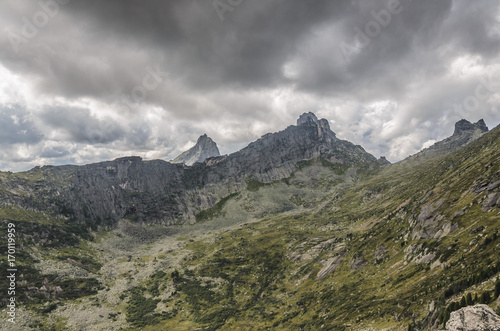 Fotobehang Donkergrijs Daylight landscape, view on mountains and rocks, Ergaki