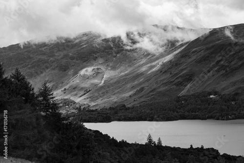las-i-jezioro-derwent-water-keswick-kraina-jezior