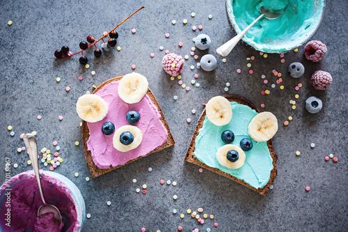 Gesunder, kindgerechter Pausensnack/ Frühstück - Brote mit Bärengesichtern