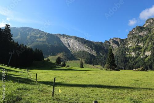 Fotobehang Pistache Alpen hinter Engelberg