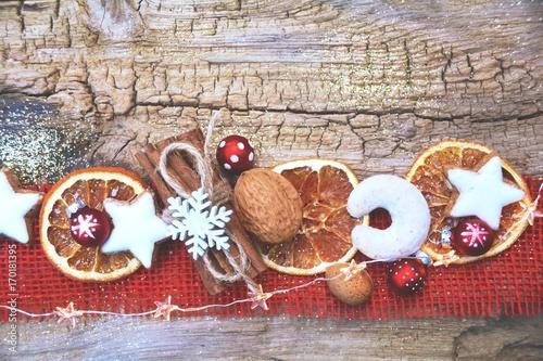 Weihnachtlicher Hintergrund - Plätzchen - 170181395