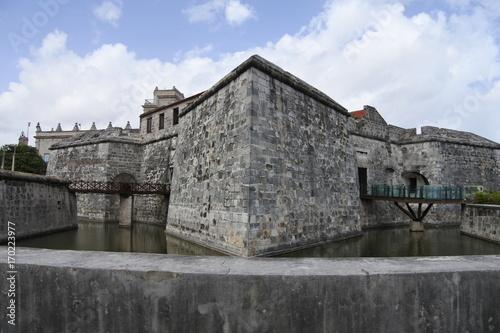 Brücken und Wassergraben am Castillo de la Real Fuerza in Havanna Poster