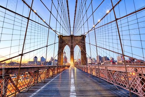 mata magnetyczna New York, Brooklyn Bridge at nigth, USA