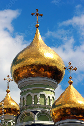 Fotobehang Kiev Golden cupolas of Saint Nicholas Orthodox Cathedral of the Pokrovsky Intercession Monastery and nunnery in Kiev, Ukraine