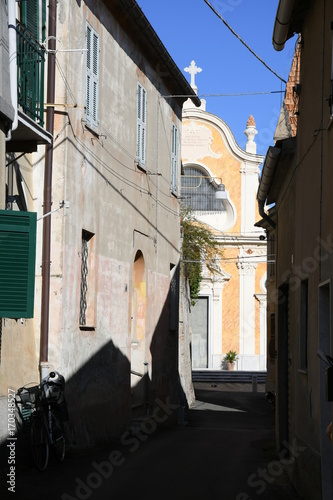 Fotobehang Smalle straatjes ALBISSOLA