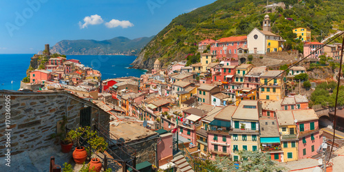 Aluminium Liguria Panoramic aerial view of Vernazza fishing village in Five lands and Mediterranean Sea, Cinque Terre National Park, Liguria, Italy.
