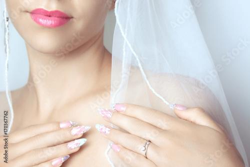 Aluminium Manicure Schönes und modernes Nageldesign für die Braut