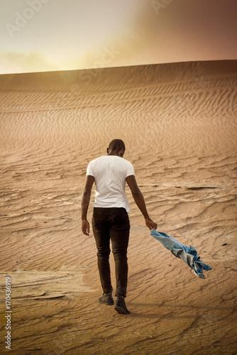 Papiers peints Dubai Young guy walking into the sun