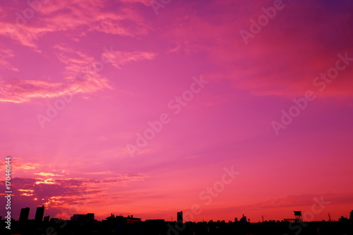 Staande foto Roze 早秋の空と街並み