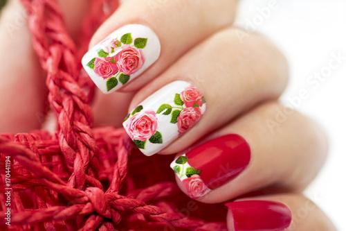 Papiers peints Pedicure Красный маникюр с розами.