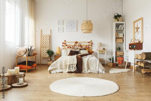 White rug in bedroom - 170444596