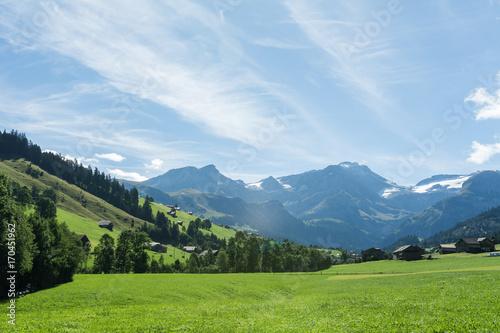 Foto op Plexiglas Blauwe hemel Die Alpen bei schönem Wetter