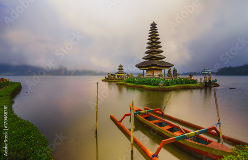 Papiers peints Bali Pura Ulun Danu Bratan in peace